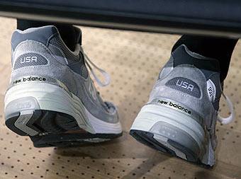 2007_steve_jobs_sneakers
