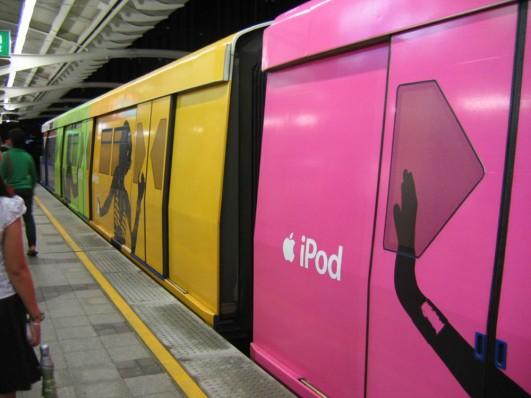 ipod_bangkok_subway