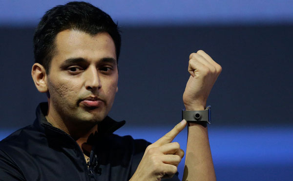 08 Samsung Galaxy Gear smartwatch
