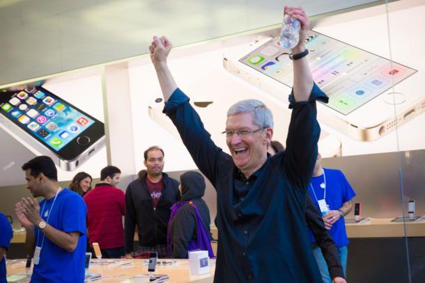 Tim Cook Palo Alto iPhone 5s5c launch CNET 001