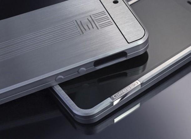 10318 Titanovyy chekhol zaschitit vash iPhone ot deformatsiy