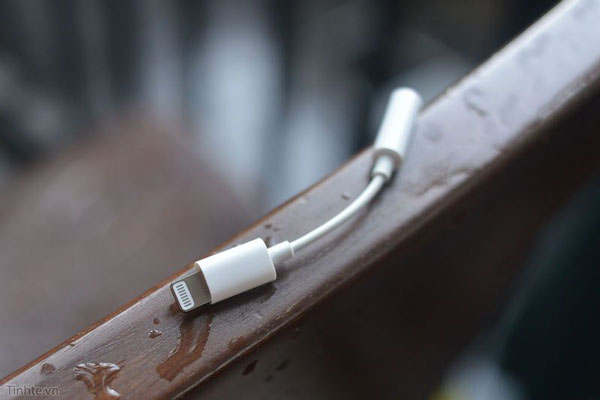 iPhone 7 lightning to 3.5mm 3