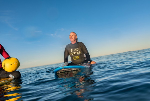 28471 44340 Scott Leason waits for first wave on Mission Beach 11082018 l