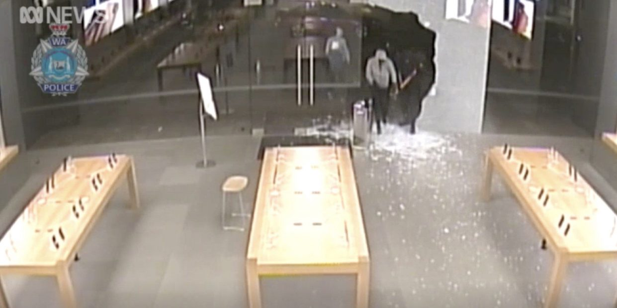 apple store thieves sledgehammer