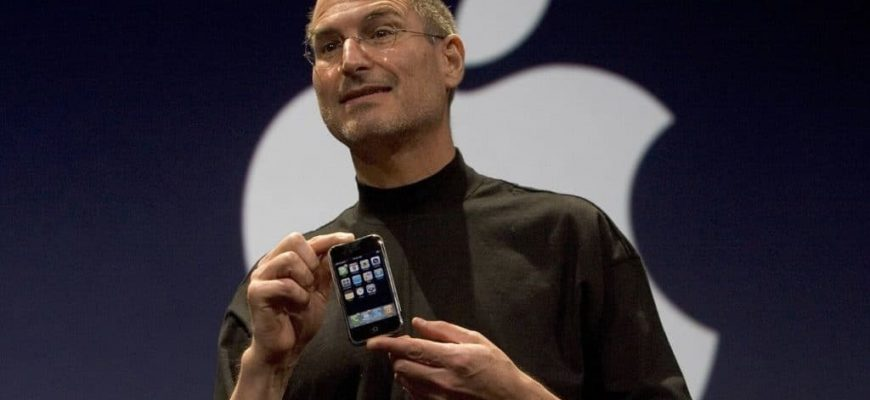 Steve Jobs Unveiling iPhone 1024x640 e1611084563269